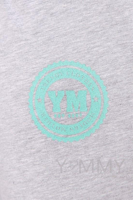 Изображение                               Универсальные спортивные брюки из футера с принтом серый меланж